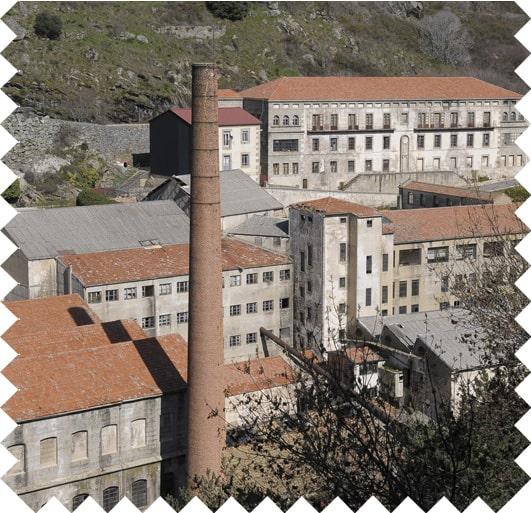 Vista aérea de fábrica textil.