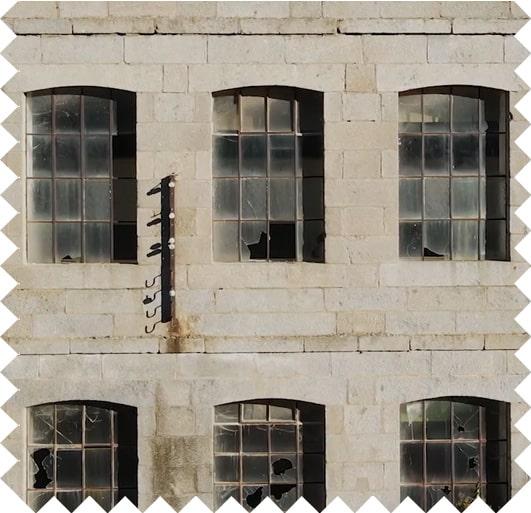 Pared ventanas fábrica textil